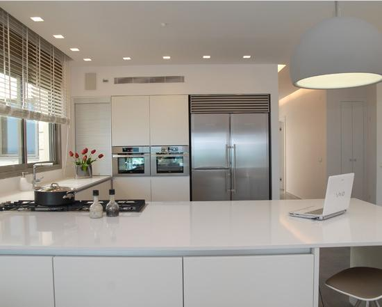 White plus Minimalist Kitchen with Ventilation and Dining Room