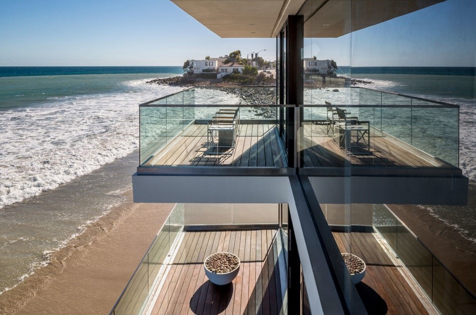 modern wave beach house contemporary deck los angeles