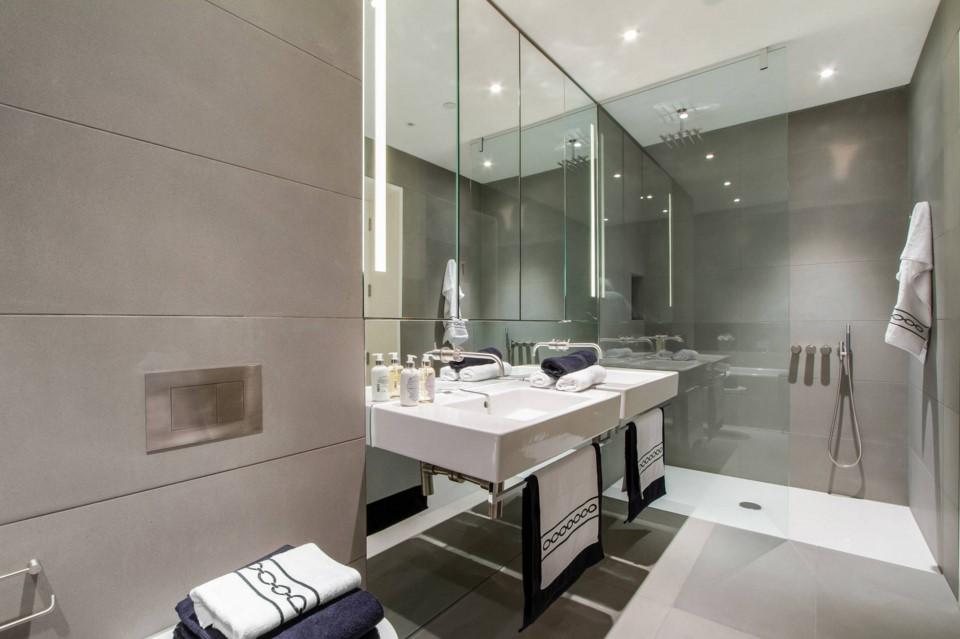 Neo Bankside apartments contemporary bathroom other metro