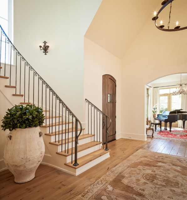 Shasta traditional home staircase - houston