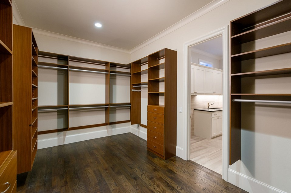 cjb SIGNATURE SERIES HOMES traditional closet design - dallas